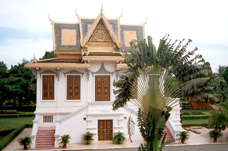 The grounds of the Royal Palace have Khmer architecture along with elements of its French influence.